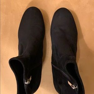 Unisa Shoes - Unisa bootie. 9M. Great condition, priced to move!